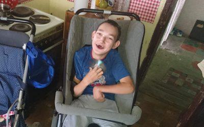 Давид из Мужље добио неуролошка колица репарирана у новом сервису ортопедских помагала