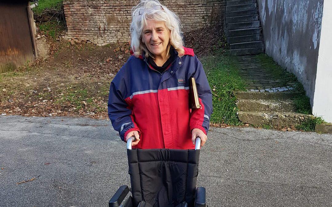 Девојчица Сашка Ћирковић која болује од церебралне парализе добила своја колица