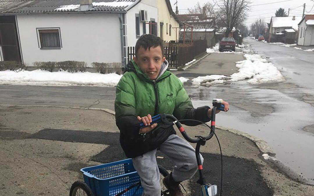 Андрија из Земуна добио свој трицикл