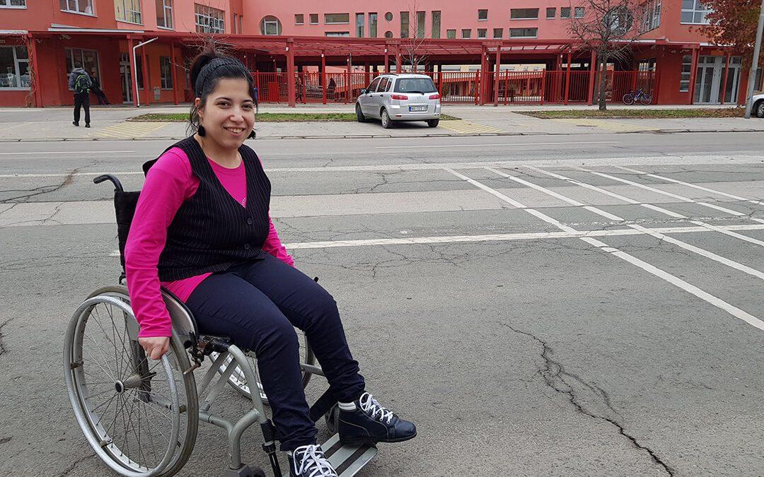 Виолета Маликановић која болује од церебралне парализе добила колица