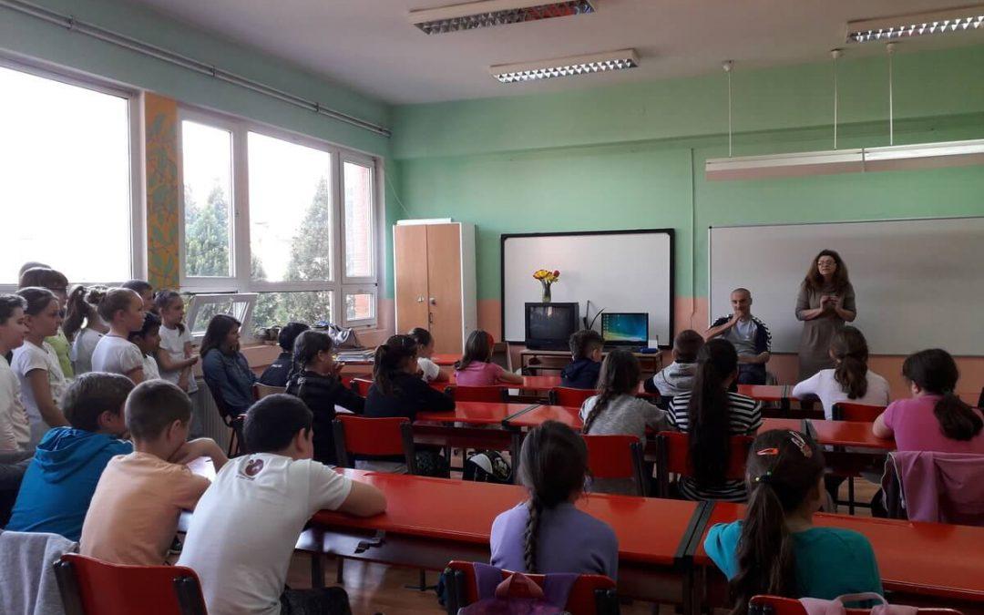 """Ученици из основне школе """"1. октобар"""" из Ботоша (код Зрењанина) дају свој допринос акцији"""