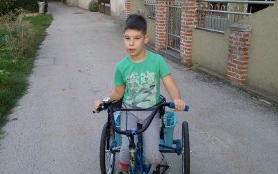 Стеван Гроздановић из Нишке Бање добио нови ортопедски трицикл